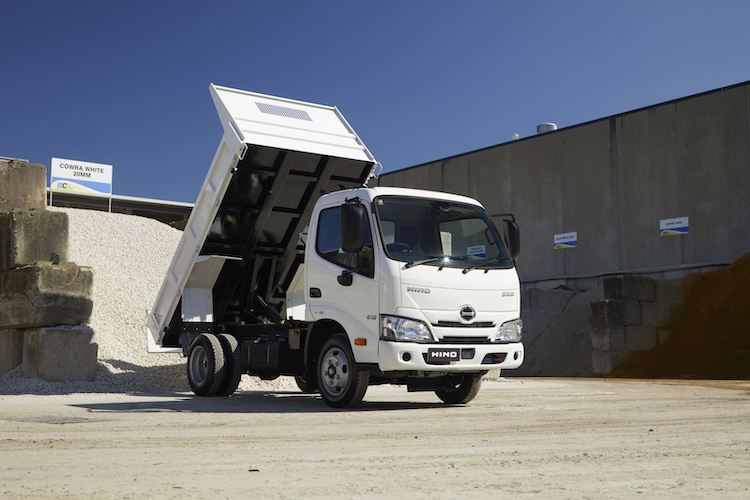 HINO 300 SERIES 616 AUTOMATIC 2T TIPPER
